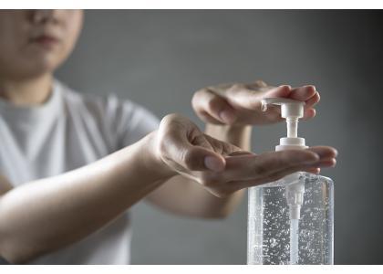Como elegir un gel desinfectante efectivo contra el contagio de la COVID